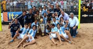 Argentina se convirtió en el monarca sudamericano de Fútbol Playa tras vencer a Paraguay (Foto: BSW)