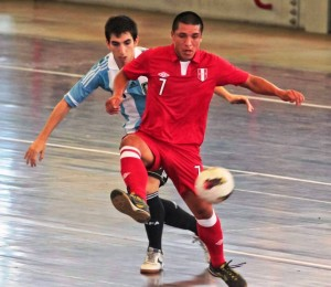 En la segunda fecha, Perú cayó sobre el final ante Argentina (Foto: IDT)