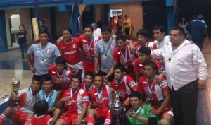 Colonia Peruana, flamante campeón de la Liga de Córdoba (Foto: Pasión Futsal)